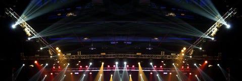 De bouw licht pari van de prestaties bewegend verlichting stock foto's