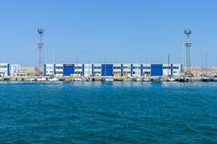 De bouw met diverse bureaus in de zeehaven van Bourgas Stock Foto's
