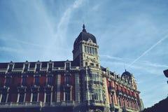 De bouw met klassieke architectuur Madrid Stock Foto