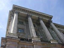 De bouw met kolommen Stock Foto's