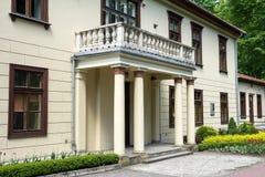 De bouw met kolommen in Krzeszowice stock foto