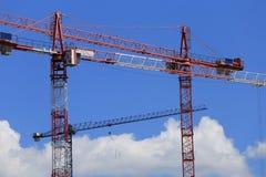 De bouw met Kranen Stock Foto's