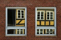 De bouw met spiegelende vensters Royalty-vrije Stock Foto