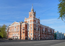 De bouw met spits in komsomolsk-op-Amur. Rusland Royalty-vrije Stock Foto's