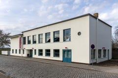 De bouw van Bauhauskornhaus in Dessau, Duitsland royalty-vrije stock fotografie
