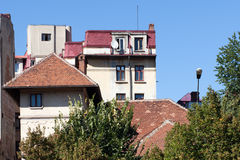De bouw van dak in een zonnige dag royalty-vrije stock fotografie