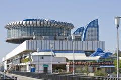 De bouw van de de rivierhaven van Volgograd op het lagere terras, Centrale promenade van de stad stock foto