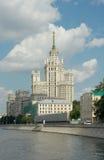 De Bouw van de Kotelnicheskayadijk (1952), Moskou, Rusland Stock Afbeelding