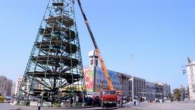 De bouw van de pijnboomboom het demonteren in Kiev, de Oekraïne, Stock Foto's