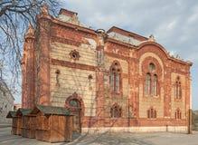 De bouw van de Regionale Filharmonische Maatschappij Over de Karpaten in Uzhhorod, de Oekraïne stock foto's