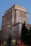 De Bouw van de verzekering van Montreal bij schemer Royalty-vrije Stock Foto's