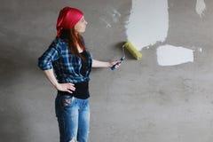 De bouw van de vrouwenmuur reparaties Stock Foto's