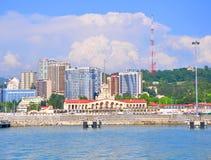 De bouw van de zeehaven en de nieuwe high-rise gebouwen, Rus Stock Fotografie