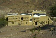 De bouw van Ecologic in de woestijn stock foto's
