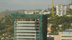 De bouw van een hoog gebouw stock video