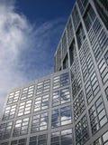 De bouw van het bureau in bedrijfsdistrict Stock Foto's