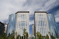 De bouw van het bureau en commercieel centrum Stock Afbeelding