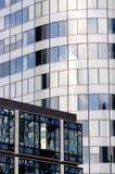 De bouw van het bureau met gesloten blinden Stock Foto
