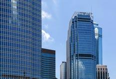 De bouw van het bureau op blauwe hemel Stock Afbeeldingen