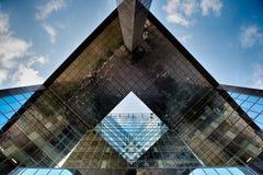 De bouw van het bureauglas in samenvatting Stock Foto's