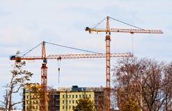 De bouw van het flatgebouw Stock Afbeeldingen
