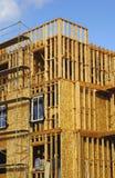 De bouw van het flatgebouw met koopflats Royalty-vrije Stock Foto's