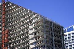 De Bouw van het flatgebouw met koopflats royalty-vrije stock afbeeldingen