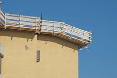 De bouw van het onderhoud van een dak Stock Fotografie