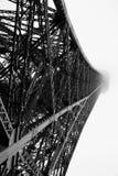 De bouw van het staal in de mist Stock Afbeeldingen