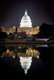 De Bouw van het Washington DCcapitool bij Nacht, met Bezinningspool Stock Fotografie