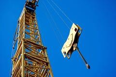 De bouw van kraan met ketting en haak Stock Foto