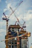 De bouw van kranen in Tel Aviv Royalty-vrije Stock Afbeeldingen