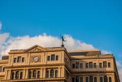 De bouw van Lonja del Comercio, beurs, nu de bureaus van buitenlandse ondernemingen Bedekt met een standbeeld van kwik, de God royalty-vrije stock foto's