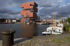 De bouw van Museum aan DE Stroom in Antwerpen, België Stock Foto's