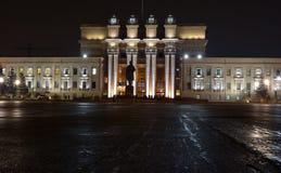 De bouw van Samara Opera en ballettheater met verlichting bij nacht stock foto's