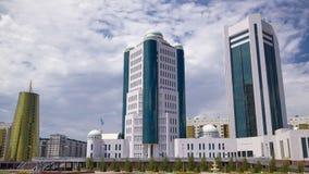 De bouw van de Senaat van de regering van de Republiek Kazachstan timelapse hyperlapse in Astana stock video