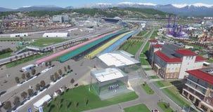 De Bouw van SOTCHI, RUSLAND van nieuwe hotels in het Olympische dorp in Sotchi, Rusland De capaciteit zal 2.600 mensen bereiken E stock footage
