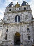 De bouw van Sts Peter en Paul Basilica in heilige-Hubert, België royalty-vrije stock afbeelding