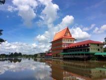 De bouw van tempel van Wat Ta Khan Rayong, Thailand royalty-vrije stock fotografie