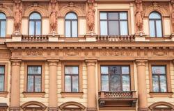De bouw van voorgevel bij Nevsky-Vooruitzicht royalty-vrije stock afbeeldingen