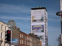 De bouw van de vrijheidszaal SIPTU in Dublin, Ierland, omvat met muurschildering voor het eeuwfeest van het toenemen van Pasen va royalty-vrije stock afbeeldingen