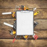 de bouwachtergrond met notitieboekje en 3d de hulpmiddelen geven nastreven terug Royalty-vrije Stock Foto