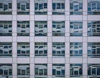 De bouwachtergrond van het glas Stock Afbeeldingen
