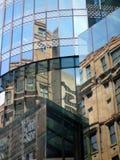 De bouwbezinningen in Glasvensters Royalty-vrije Stock Foto
