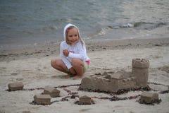 De bouwer van het zandkasteel Stock Foto's