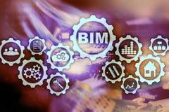 De bouwinformatie modellering BIM op het virtuele scherm met een achtergrond van het serverdatacentrum stock foto's