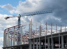 De bouwkader en torenkraan Royalty-vrije Stock Fotografie