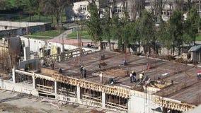 De bouwvakkers werken stock footage