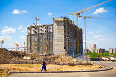 De bouwwerf. Bouw van het nieuwe gebouw. Stock Afbeeldingen