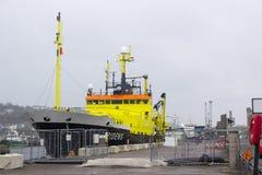 De bovenbouw en de brug van het Nederlandse fisheries+-onderzoekschip Tridens legden in Kennedy Wharf in de stad van Cork aan royalty-vrije stock fotografie